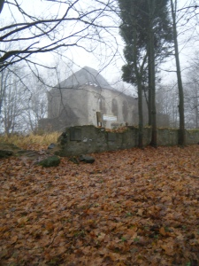The ruins of this church are near Plzen, Czech Republic (image by author).
